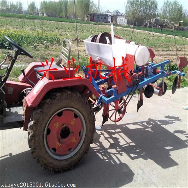 四轮拖拉机带动覆膜机 四轮花生播种覆膜机  喷药覆膜机